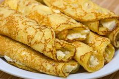 Passover Cheese Blintzes - You won't want to pass over these blintzes. Blintz pancakes made with matzo meal are stuffed with a creamy cottage cheese filling. Absolutely sublime when served with some good jam or preserves. Passover Pancake Recipe, Passover Recipes, Jewish Recipes, Passover Meal, Cheese Blintzes, Matzo Meal, Star Food, Crepe Recipes, Easy Recipes