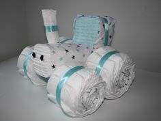 Diaper cake tractor a simple cool cake with many diapers! Diaper Tractor, Tractor Baby Shower, Diaper Crafts, Pamper Party, Nappy Cakes, Diaper Raffle, Diy Projects To Try, Baby Shower Games, Couches