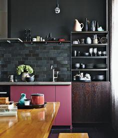black and pink small kitchen #decor #cozinhas #kitchens