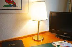 Flatscreen-TVs finden Sie in allen Zimmern im AKZENT Hotel Am Hohenzollernplatz. Bad Godesberg, Villa, Das Hotel, Tvs, Table Lamp, Lighting, Home Decor, Bonn, Birthing Center