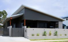 Manufacturer of fibre cement building products including James Hardie and Scyon external cladding, interior lining, flooring and eaves products for the Australian residential and commercial market. Brisbane Architecture, Architecture Design, House Paint Exterior, Exterior House Colors, Garage Extension, Carport Designs, Exterior Color Schemes, Hawaii Homes, Shed Homes