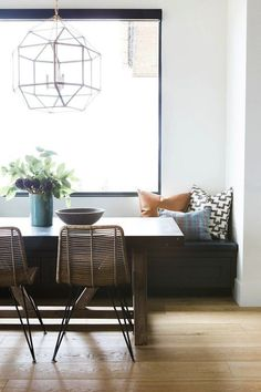 Modern Dining Room Chairs That Will Change Your Home Decor Dining Nook, Dining Room Design, Dining Room Chairs, Dining Room With Bench, Lounge Chairs, Dining Table, Banquette Seating, Dining Room Inspiration, Living Room Kitchen