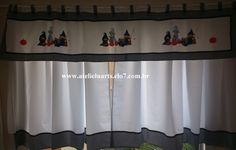 Cortina em tecido oxford com bandô também em tecido oxford e barrado em tecido 100% algodão. <br>Apliques em patchcolagem <br>Modelo da aplicação e cor da cortina pode ser escolhido.