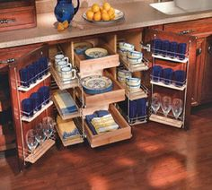 Interesting idea for storing china, etc. Property Design, Open Kitchen Cabinets, Kitchen Pantry, Kitchen Decor, Pot Storage, Cupboard Storage, Cool Kitchens, Luxury Kitchens, Storage Solutions