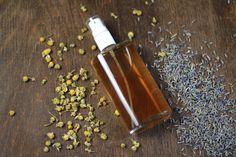 Der Frischekick für gestresste Gesichtshaut: Beruhigendes Gesichtsspray mit Kamille und Lavendel. #DIY #Naturkosmetik