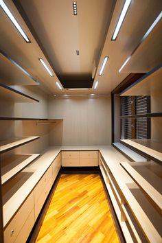 APPARTAMENTO : Spogliatoio moderno di Architetto del Piano