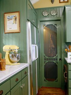 This renovated kitchen has kept its charm with pieces from the past. (Photo: Photo: Mark Lohman; Stylist: Cynthia Marks)