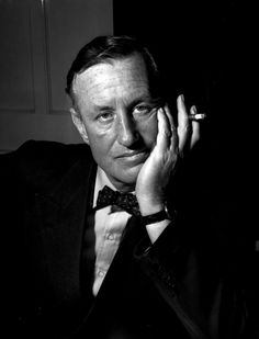 Ian Fleming (1908-1964), le 'père' de James Bond, l'agent 007.