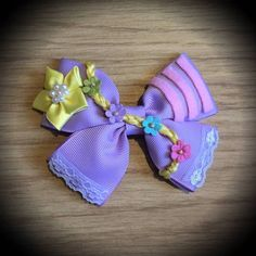 Tangled Rapunzel Purple and Pink Disney Princess Hair Bow Disney Princess Hairstyles, Princess Hair Bows, Princess Style, Fancy Bows, Cute Bows, Tangled Rapunzel, Rapunzel Disney, Princesa Disney, Ariel Hair