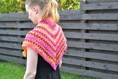 Isoäidin kolmiohuivi. Satunnaisesti puikoilla - käsityöblogi. #virkkaus #crocheting