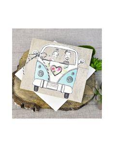 Divertida invitación de boda con los novios montados en la famosa furgoneta California.