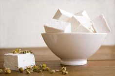 Homemade Chamomile Vanilla Marshmallows are the perfect way to step into an old-fashioned sense of nostalgia.data-pin-do=