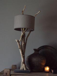 Lampje van drijfhout. Zelf gemaakt.