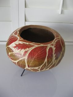 Carved and Hand Painted Gourd Bowl Decorative Gourds, Hand Painted Gourds, Pyrography Patterns, Gourds Birdhouse, Gourd Lamp, Art Carved, Sgraffito, Nature Crafts, Natural Materials