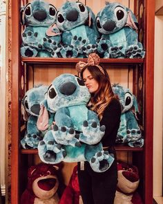 I took a picture with one of those at a Disneystore in Disneyland and I needed it so bad! And lucky for me I didn't get it. Disney Pixar, Disney Amor, Disney Parks, Walt Disney, Disney Stitch, Lilo And Stitch, Disneyland Paris Noel, Disneyland Photos, Disneyland Food