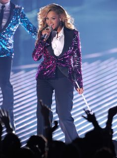 Beyonce in Dolce&Gabbana FW12 performs on stage at the MTV VMAs 2011