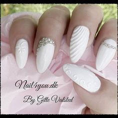 Wedding nails, or winter nails, white gel with in sculpture gel white. Oval Nails, Silver Nails, 3d Nails, Cute Nails, Bride Nails, Wedding Nails, Seashell Nails, Nails Only, Instagram Nails