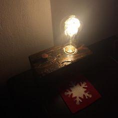 Wood block  whith edison lamp. DIY or Die.