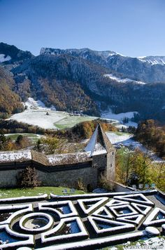 Gruyères castle garden, covered with snow