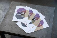 Auch diese Jahr durften wir den Tag der offen Tür der Kunstuniversität Linz gestalten. Unter Bezugnahme auf UNI:VERSE führten wir den etablierten visuellen Weg weiter und entwarfen zu diesem Anlass Einladungen, Poster, Adhäsions-Sticker und USB-Verpackungen.