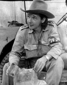 Al capitán Raúl Castro Ruz se le ascendió al grado de comandante y se le asignó el mando de una columna. Fidel Castro, Castro Cuba, Our Man In Havana, Ghost Orchid, Viva Cuba, Ernesto Che, Graham Greene, Man Down, People Of The World