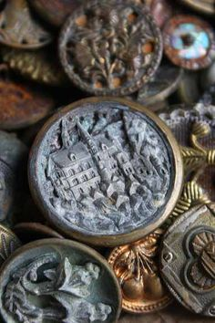 ⊙ Cute as a Button ⊙  artful button crafts and diy inspiration - beautiful antique buttons.