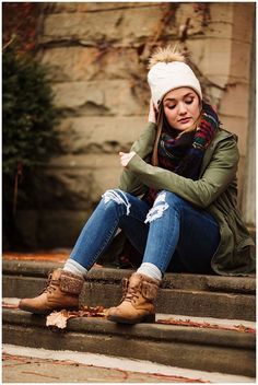 Photography ideas winter portraits 26 Ideas for 2019 Field Senior Pictures, Winter Senior Pictures, Senior Photos Girls, Senior Girl Poses, Senior Girls, Senior Session, Fall Senior Pics, Fall Senior Photography, Fall Senior Portraits
