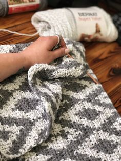 Crochet Tapestry Blanket New pattern in the works! This is a tapestry crochet blanket. I'm excited t Crochet Home, Knit Or Crochet, Crochet Crafts, Crochet Stitches, Crochet Projects, Free Crochet, Crochet Classes, Crochet Afgans, Manta Crochet