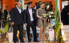 Στολισμός γάμου με λευκά τριαντάφυλλα Strapless Dress Formal, Formal Dresses, Suit Jacket, Breast, Suits, Jackets, Fashion, Dresses For Formal, Down Jackets