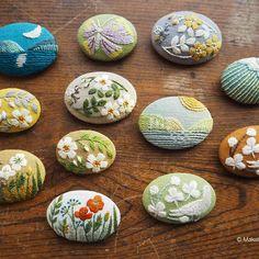 ブローチ 仕立て上り! #刺繍#手刺繍#手仕事#手作り#ハンドクラフト#ハンドメイド#ブローチ#草花#秋#鳩#ちょうちょ #野ばら#月#マカベアリス #embroidery #embroideryart #handmade #handcraft #handwork #brooch #pin#flower #butterfly #pigeon #moon#alice_makabe