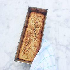 bananenbrood amandelmeel gezond recept - In dit recept maak ik uiteraard gebruik van banaan maar ook dadels die je er door roert maken het brood lekker zoet