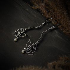 Subtle and incredibly light earrings perfect for a bride. Made by hand in oxidised and polished fine and sterling silver with off-white pearls. Wire Wrapped Jewelry, Wire Jewelry, Beaded Jewelry, Silver Jewelry, Jewellery, Beads And Wire, Wedding Earrings, Jewelry Design, Jewelry Making