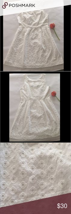 Kensie white eyelet dress Sz M NWT NWT Kensie white eyelet dress, lined. Sz Medium Kensie  Dresses Midi