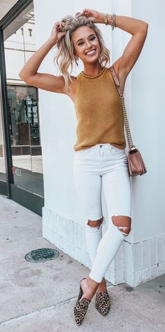 Pinterest: chandlerjocleve  Instagram: chandlercleveland Looks Com Mule, White Summer Outfits, Summer Outfits Women, Spring Outfits, White Skinnies, White Ripped Jeans, Bridal Shower Guest Outfit, Autumn Fashion 2018 Casual, Trendy Fashion