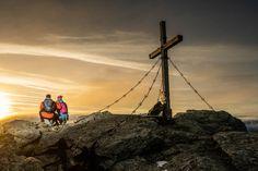 Der Sonnenaufgang am Gipfel des Rastkogels ist mit abstand das größte Highlight in unserem ADLER INN ACTION Programm - das sollten Sie wirklich nicht versäumen Mountain Resort, Utility Pole, Sunrise, Mountains, Travel, Summer Vacations, Eagle, Viajes, Destinations