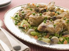 (Chicken Fricassee) All you need are some simple ingredients and a whole lot of appetite to enjoy this delicious Cuban-style chicken dinner. Your family will flock to the table come supper time. Yummy Chicken Recipes, Yum Yum Chicken, Crockpot Recipes, Cooking Recipes, Recipe Chicken, Baked Chicken, Paleo Recipes, Chicken Fricassee, Cholesterol Foods