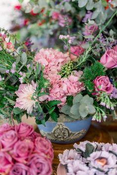 Micro wedding intimista numa tarde adorável e romântica em Itu – Andressa Itu, Floral Wreath, Wreaths, Plants, Candy Table, Romanticism, Weddings, Floral Crown, Door Wreaths