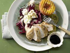 Sonnig, saftig und fruchtig: mediterranes Salatglück! Hähnchensalat mit gegrillten Pfirsichen - und Mozzarella und Tomaten - smarter - Kalorien: 504 Kcal - Zeit: 40 Min. | eatsmarter.de