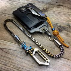 My lifestyle, my way of doing and understanding life . represented in my belongings, without having to mediate a word. Ring Clock, Everyday Carry Gear, Biker Leather, Edc Gear, Paracord, Wallet Chain, Camping Accessories, Tactical Gear, Gears
