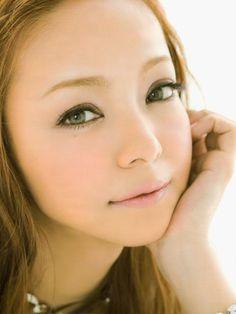 安室奈美恵が愛用しているカラコンはどこのブランド?可愛い瞳に注目!のサムネイル画像