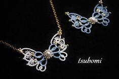 。.:*°☆ご覧いただきありがとうございます☆°*:. 。細い細い糸を使用して製作した<プチ>シリーズのタティングレースモチーフのネックレスです。繊細な蝶のレースモチーフの中央には、やわらかく光るパールとビーズがきらり…エレガントな雰囲気漂う落ち着いたモ...