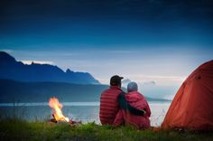 Camping is a great way to get away from the stress of daily life and enjoy the scents of the great outdoors with someone you love. How to do it in style