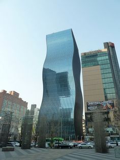 This spectacular office tower called GT Tower East is located in Seoul, South Korea and it was designed by Dutch architectural firm ArchitectenConsort that is based in Rotterdam.