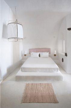 The Travel Files: Sophia Caldery Suites On Santorini Tadelakt, Home Decor Bedroom, Bedroom Ideas, Nordic Bedroom, Bedroom Fun, Peaceful Bedroom, Stylish Bedroom, Bedroom Furniture, Master Bedroom