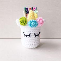 cosicasraquel: Funda Unicornio a Crochet - Crochet Mug Cozy, Crochet Case, Crochet Diy, Crochet Shoes, Crochet Slippers, Crochet For Kids, Crochet Unicorn Pattern Free, Crochet Mermaid, Crochet Patterns Amigurumi