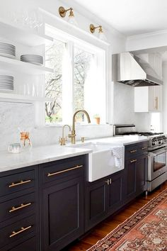 Stunning Black White Wood Kitchen Decor Ideas - Schöner wohnen - Home Kitchen Cabinets Decor, Kitchen Cabinet Colors, Home Decor Kitchen, Kitchen Interior, Home Kitchens, Cabinet Decor, Cabinet Makeover, Cabinet Ideas, Navy Blue Kitchen Cabinets