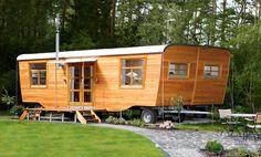 Wohlwagen - Der Wohlwagen ist ein Gartenhaus auf Rädern, ein Wohnwagen aus Holz, ein Zirkuswagen völlig neu gestaltet, ein mobiler Raum, als Gartenwagen und Gästehaus optimal.