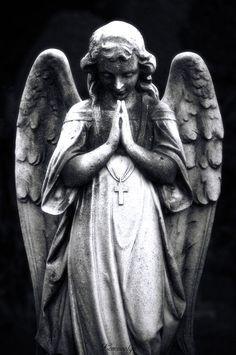 Mount Hope Cemetery, Toronto (by somebody) Angel Back Tattoo, Guardian Angel Tattoo, Angel Sculpture, Sculpture Art, Archangel Michael Tattoo, Gardian Angel, Christ Tattoo, Cemetery Angels, Statue Tattoo