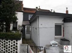 Maison à vendre à Saint-Nicolas - 65m² - 53 999 € - Logic-immo.be - Coquette petite maison située en retrait par rapport à la route et proche de toutes les commodités. Composée au rez-de-chaussée d'un hall d'entrée avec coin buanderie, un living, une cuisine et salle ...