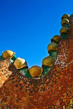 Casa Batillo, Barcelona, Spain. 1904-6. Antoni Gaudi.